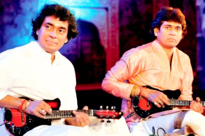 musicians-mandolin-player-u-sreenivas-and-u-rajesh-ePathram