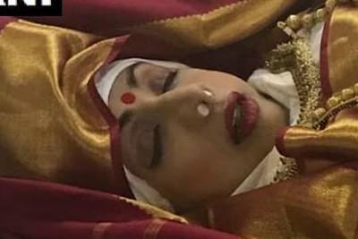 sridevi-funeral-at-vile-parle-seva-samaj-crematorium-ePathram