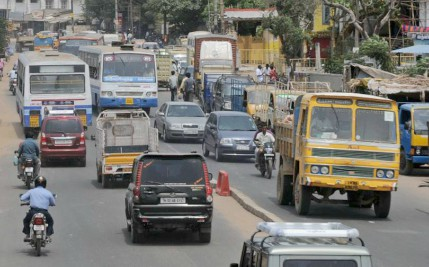 vehicle-in-indian-road-by-m-vedhan-ePathram