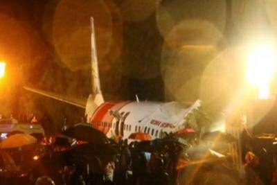 air-india-plane-skids-off-runway-in-calicut-air-port-ePathram
