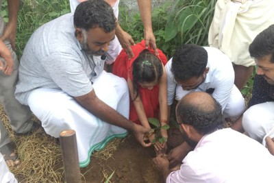 hussain-thatta-thazth-tree-plantation-on-thrithala-ePathram
