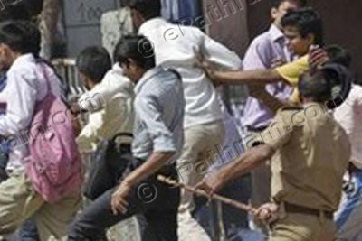 kerala-police-lathi-charge-epathram