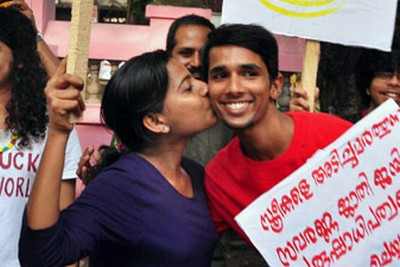 kiss-of-love-protest-kerala-against-moral-policing-epathram