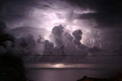 lightning-rain-thunder-storm-kerala-ePathram