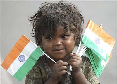 girl-selling-indian-flag-epathram