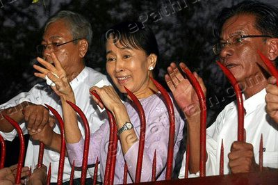 aung-san-suu-kyi-released-epathram