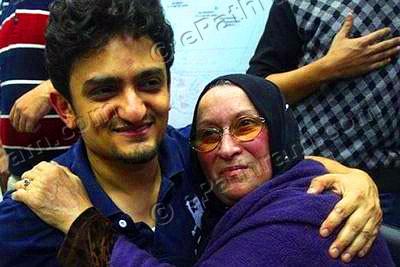 Wael-Ghonim-Khaled-Said-Mother-ePathram