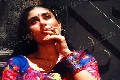 kareena-smoking-epathram