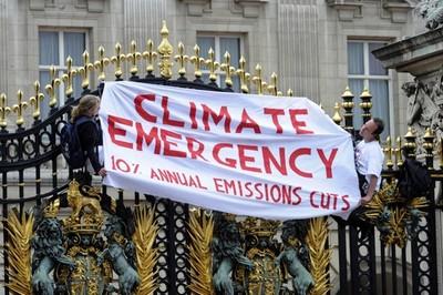 Britain Palace Protest-epathram
