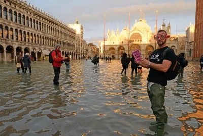 flood-in-venice--third-tide-in-one-week-ePathram